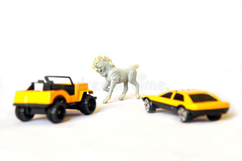 Автомобили около лошади стоковое изображение rf