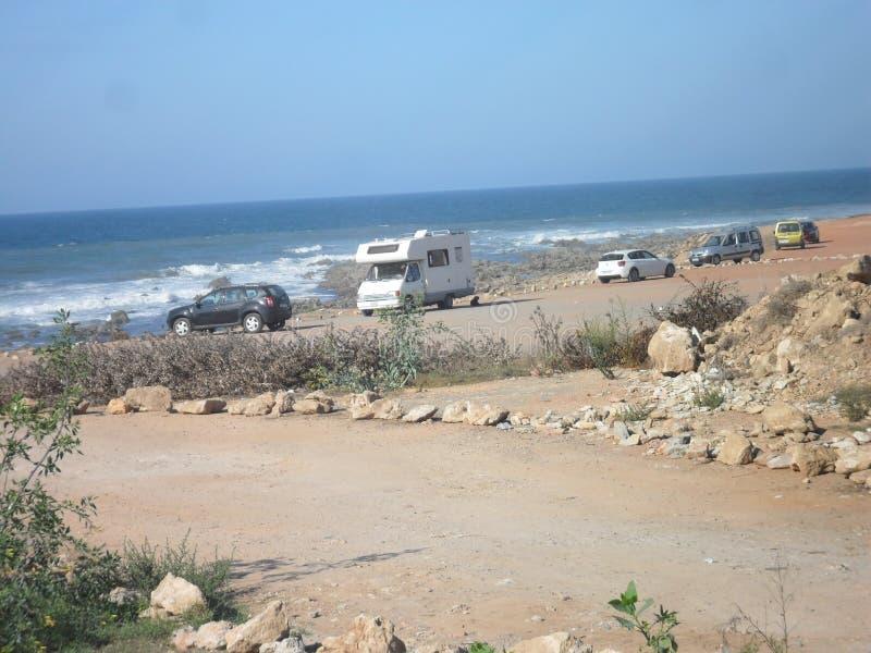 Автомобили около моря стоковая фотография rf
