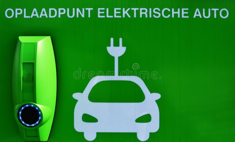 автомобили поручают электрический пункт стоковое фото rf