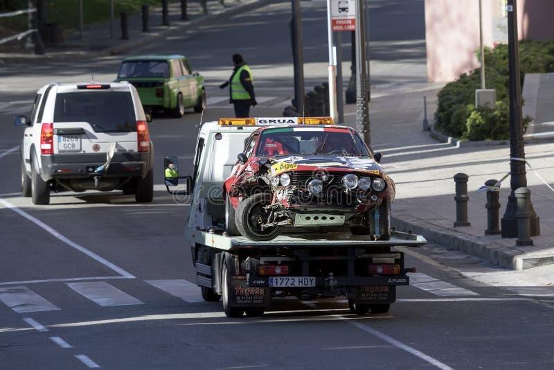 Автомобильная катастрофа принятая подкрановым путем стоковые изображения