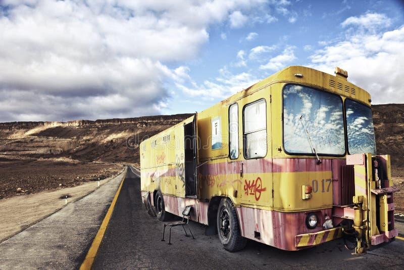 Автомобиль автоматического ремонта ретро стоковые изображения rf