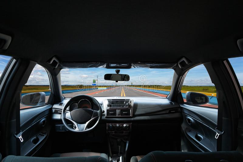 Автомобиль внутрь, интерьер современного автомобиля изолировал белую предпосылку стоковые фотографии rf