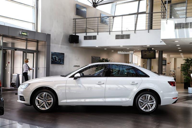 Автомобиль в выставочном зале дилерских полномочий Audi в Казани в 2018 стоковые фотографии rf