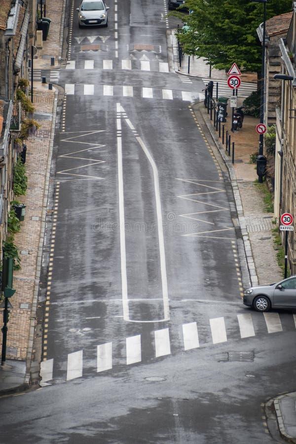 Автомобиль движения в улице Бордо стоковое фото
