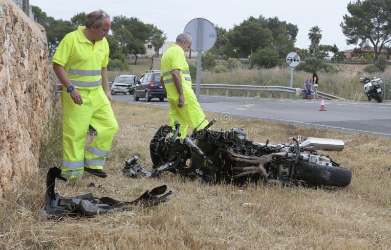 Автомобиль и велосипед разбивают случай в mallorca широко стоковое изображение