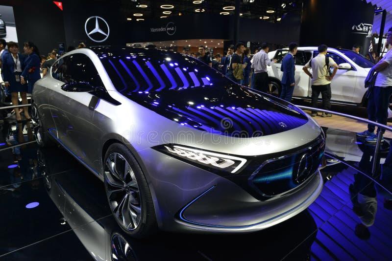 Автомобиль концепции Мерседес-Benz EQA электрический стоковые изображения rf