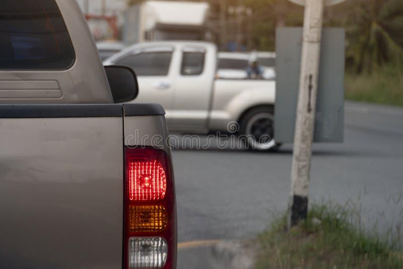 Автомобиль на дороге на дне стоковое изображение rf