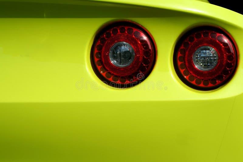 автомобиль освещает красный желтый цвет кабеля спортов стоковые изображения rf