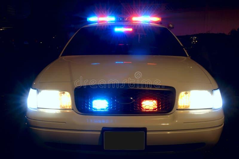 автомобиль освещает полиций стоковая фотография