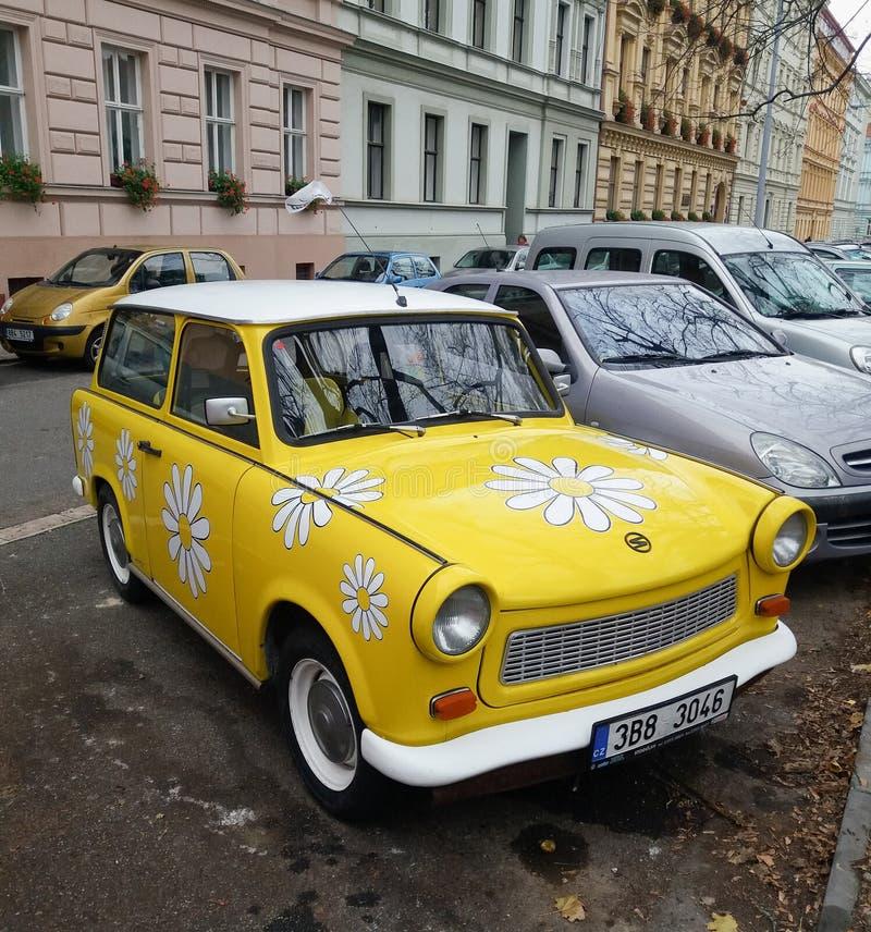 Автомобиль силы цветка Trabant стоковые изображения