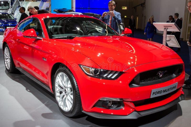 Автомобиль спорт Ford Мustang стоковые изображения