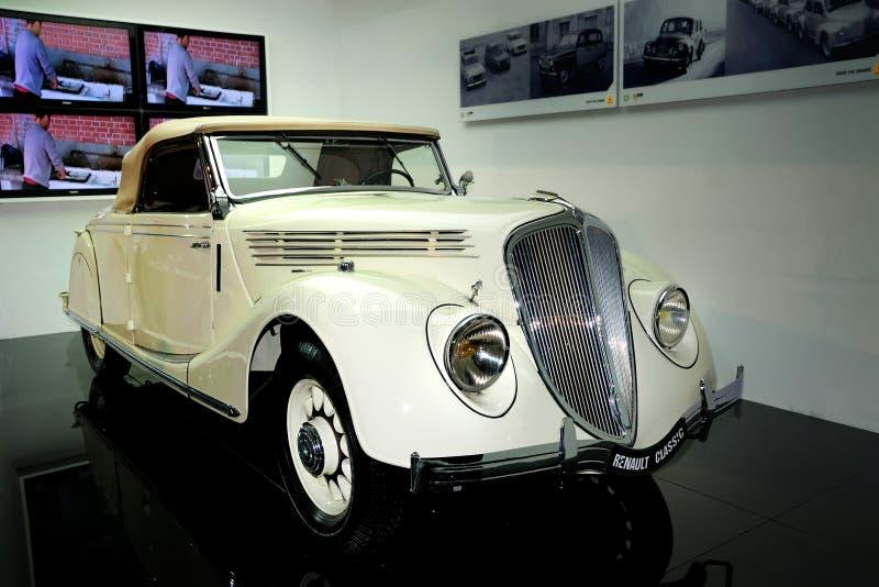 автомобиль 1935 классицистический грандиозный renault резвится viva стоковые фото