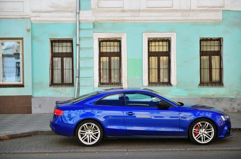 Автомобиль Audi A5 Sportback в улице стоковое изображение