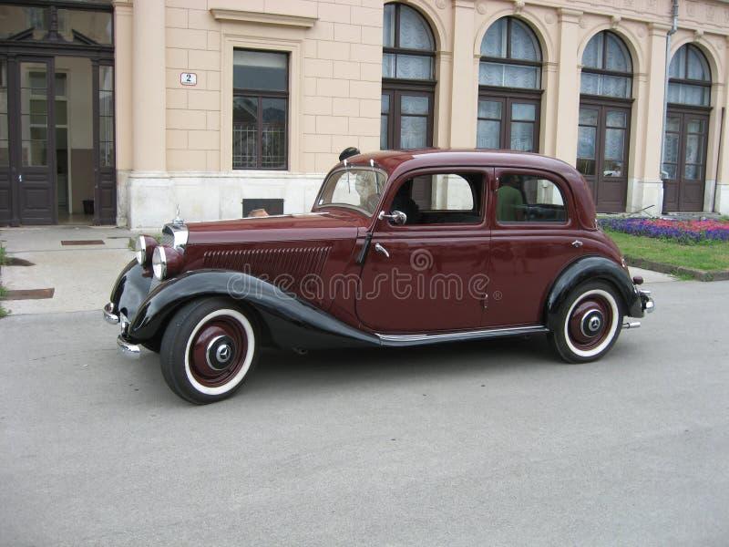 автомобиль mercedes старый стоковые фото