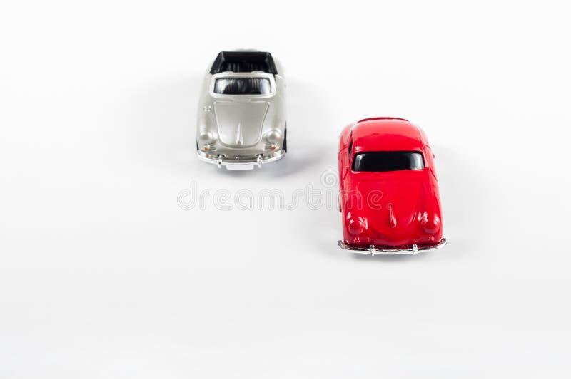 Автомобили игрушки на дороге стоковые изображения