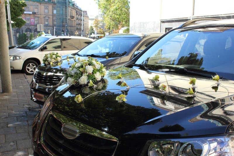 Автомобили свадьбы рядом стоковое изображение