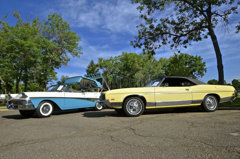 Автомобили Форда Fairlane и галактики 500 классические стоковые фото