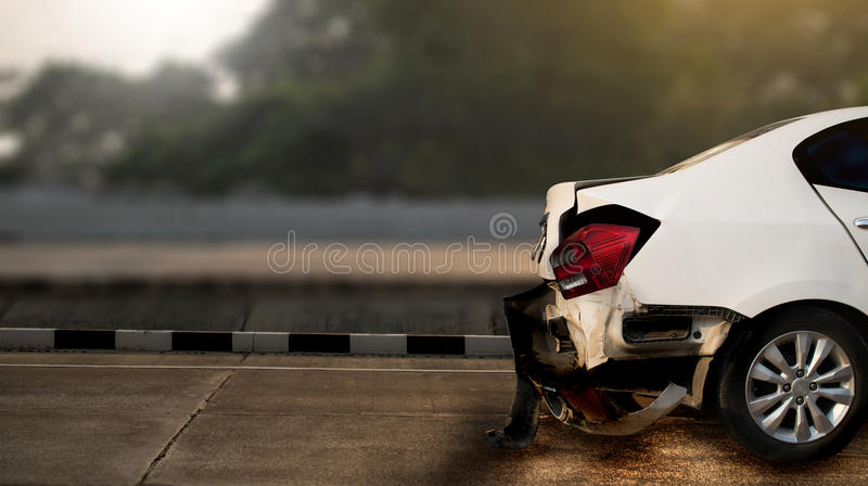 автомобильная катастрофа повредила на аварии на улице, d автокатастрофы дороги стоковые фото