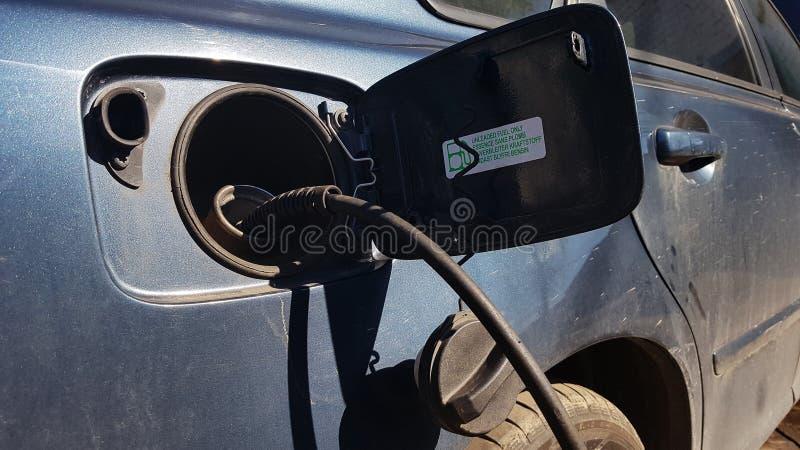 Автомобиль в гараже, соплах rinse стоковое изображение rf