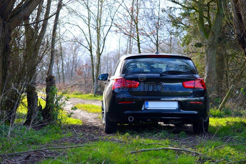 Автомобиль в малой дороге стоковое изображение rf