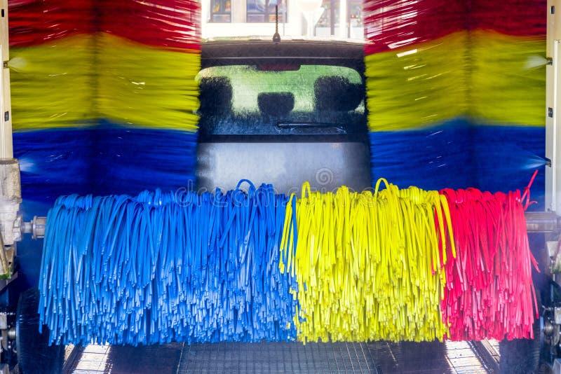 Автомобиль в мойке машин стоковое изображение rf