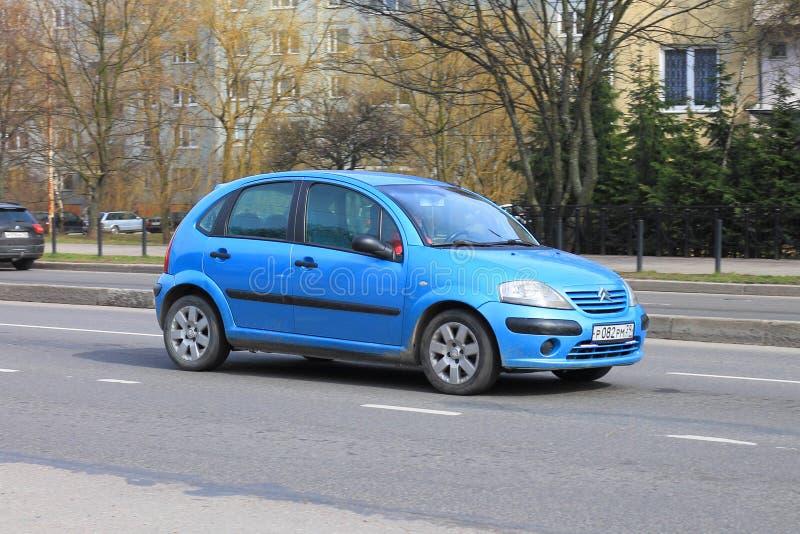 Автомобиль голубого компактного Citroà «n C3 стоковое изображение rf
