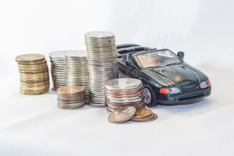 Автомобиль, деньги, белая предпосылка возможности стоковое изображение rf