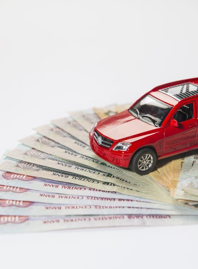 Автомобиль и дирхам ОАЭ стоковое фото rf