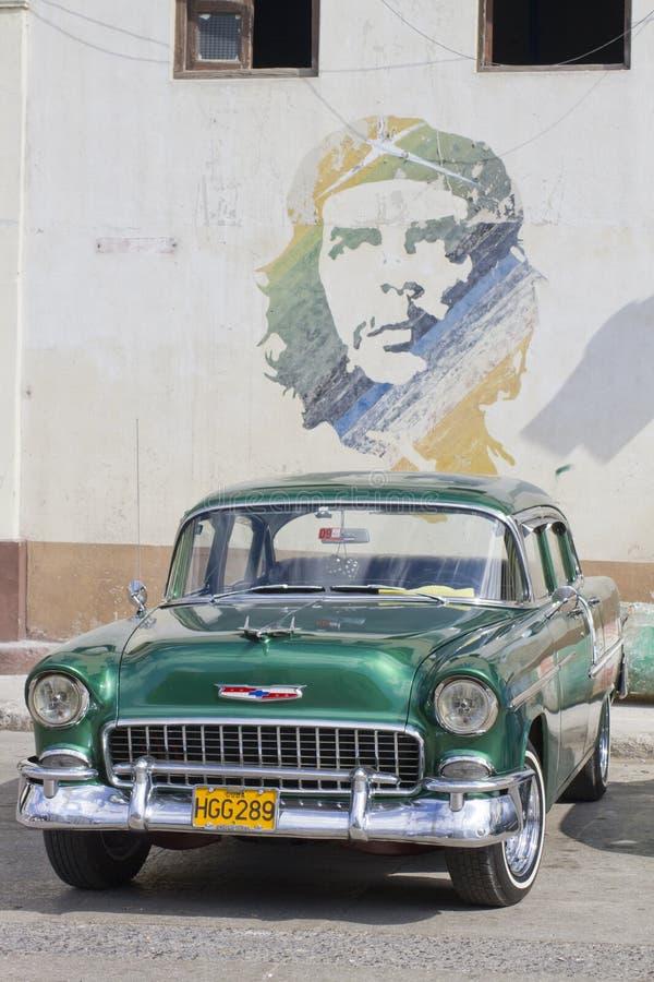 Автомобиль и che старого Aqua классический стоковое фото