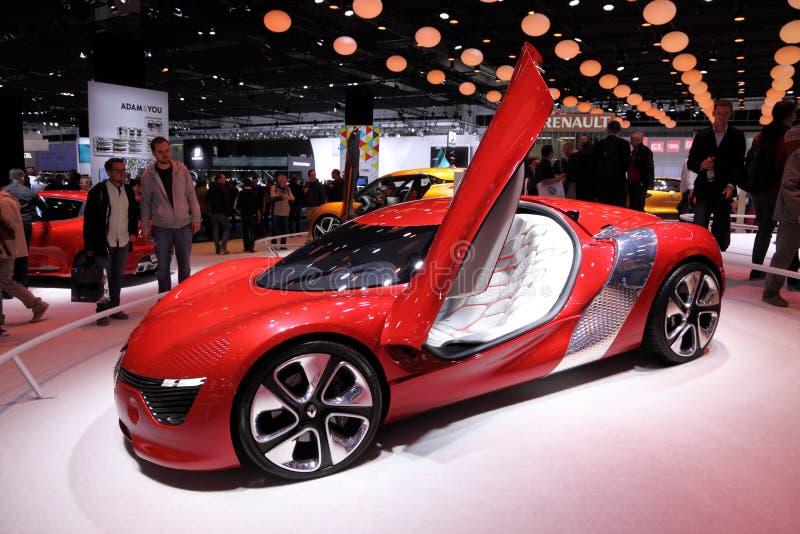 Download Автомобиль концепции Renault Dezir Редакционное Стоковое Фото - изображение насчитывающей спорт, осени: 33727918