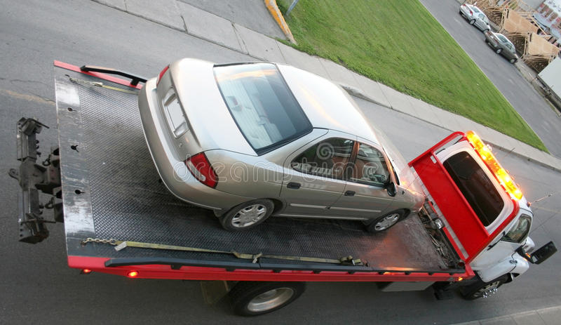 Автомобиль на планшетной тележке стоковая фотография rf