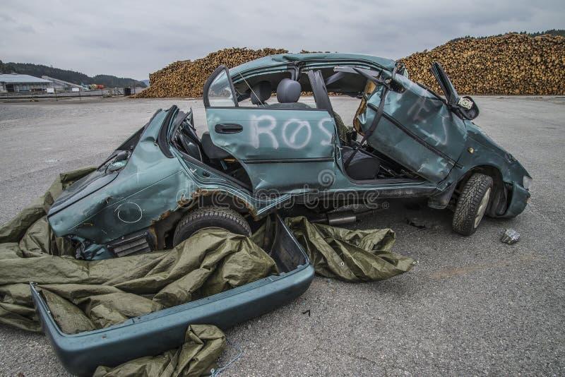 Автомобиль поврежденный столкновением стоковое изображение