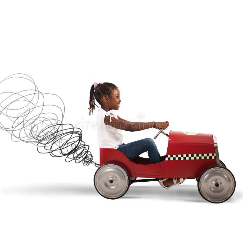 Автомобиль привода маленькой девочки стоковые фото