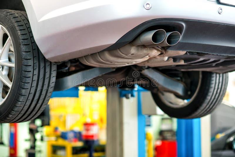 Автомобиль проходя ремонт в мастерской стоковое изображение rf