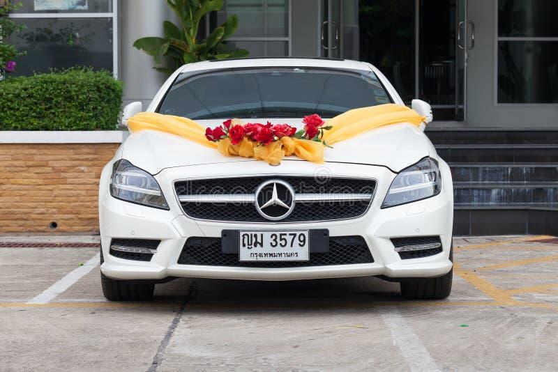 Автомобиль свадьбы Benz Мерседес в автостоянке стоковые изображения