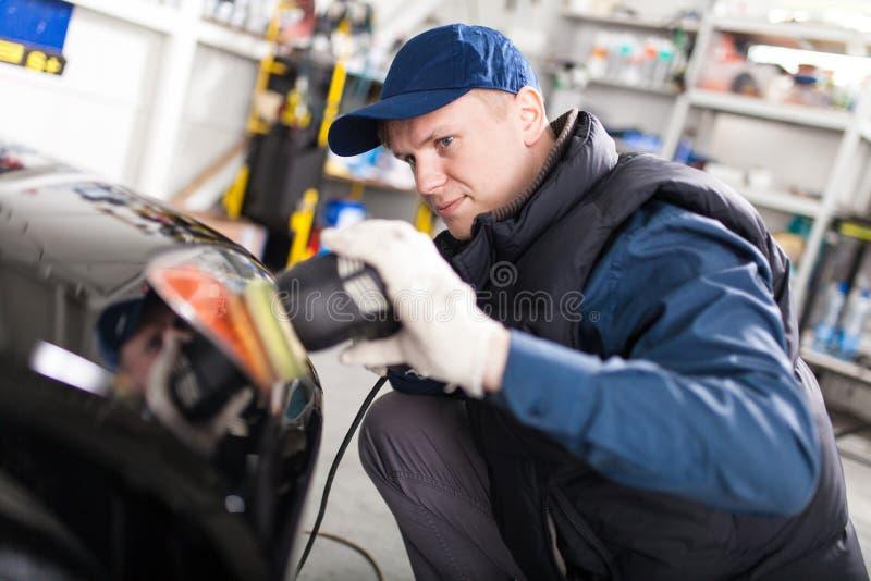 Автомобиль спорт в мастерской стоковые фото