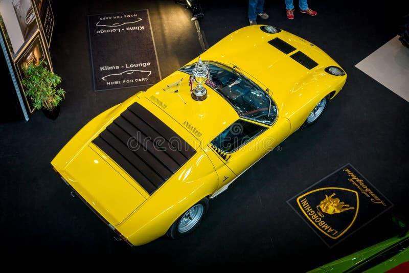 Автомобиль спорт Lamborghini Miura P400SV стоковая фотография