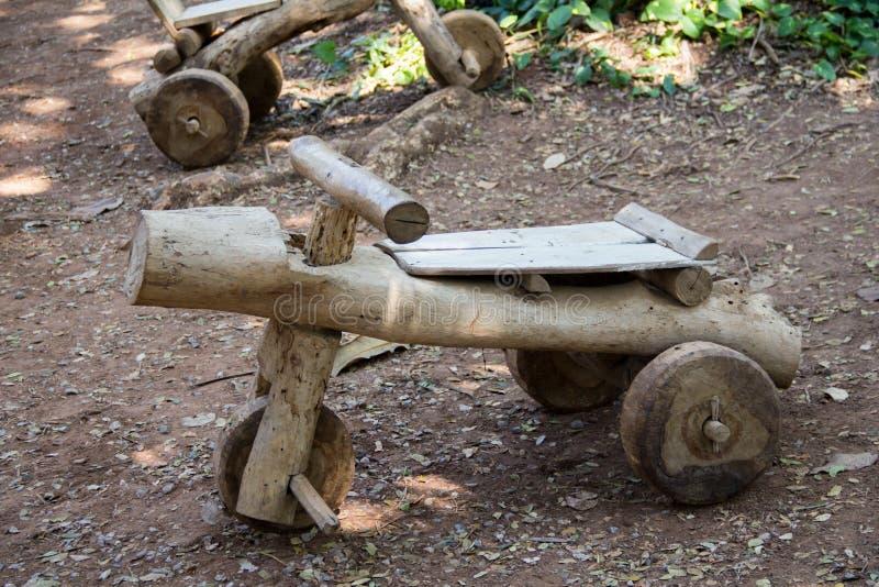 Автомобиль сделанный из древесины стоковое фото