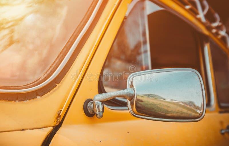 Автомобиль фары желтый винтажный стоковое фото