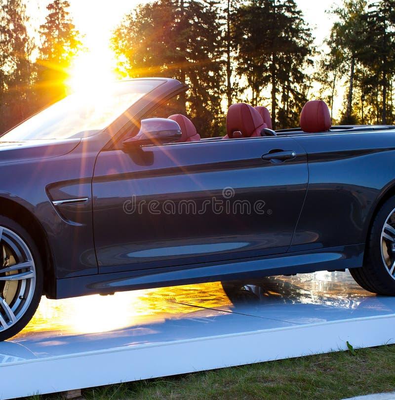 Автомобиль Cabriolet и солнце стоковые изображения
