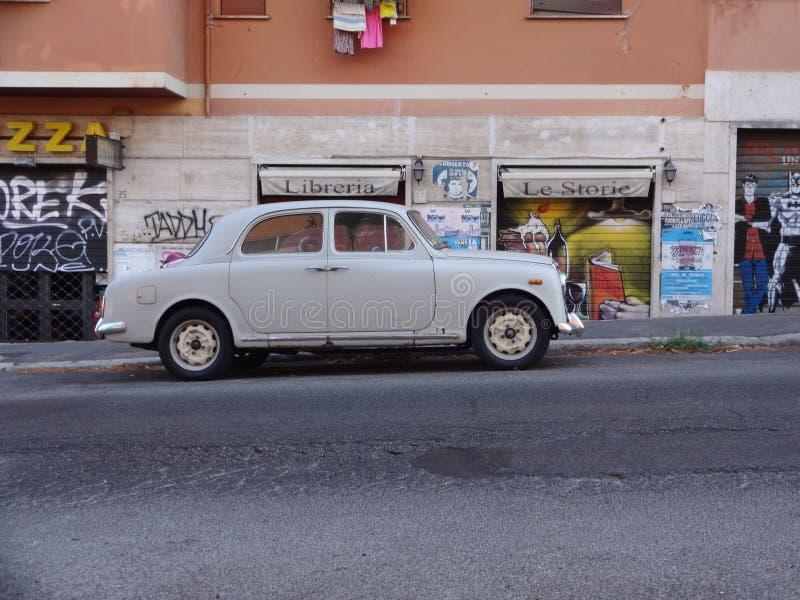 Автомобиль Lancia старый стоковые фотографии rf