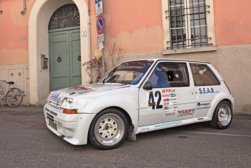 Автомобиль Renault 5 GT Turbo ралли стоковая фотография rf