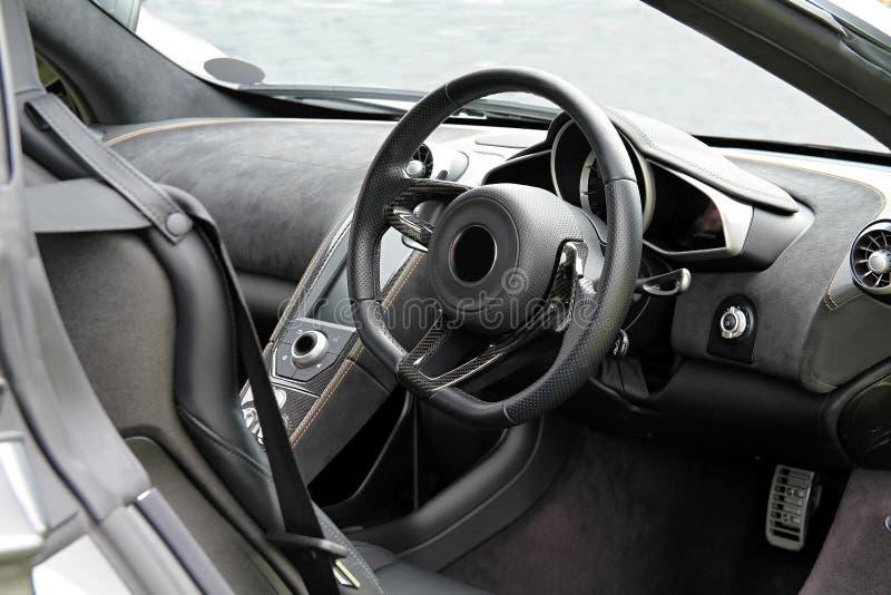 автомобиля скорость внутри помещения нутряная кожаная резвится корабль стоковое фото rf
