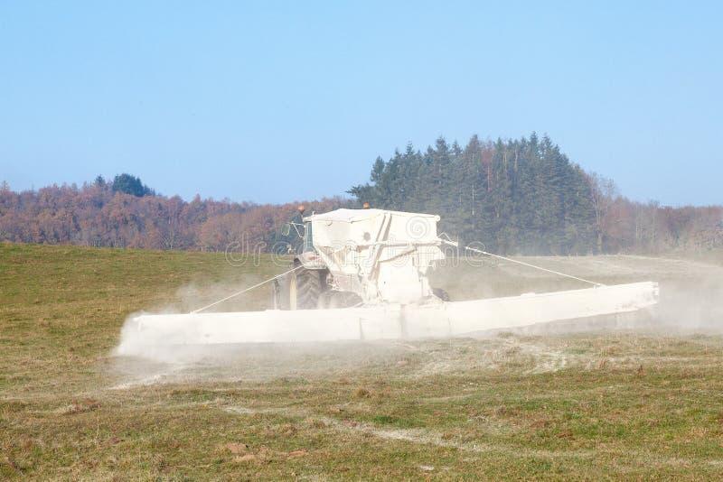 Аграрное химическое землеудобрение стоковые фото