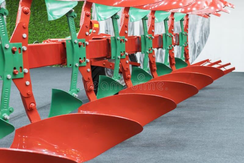 Аграрный плужок Плужок для глубоко вспахивать Subsoiler или плоский lifter Плужок на трейлере для трактора Плужок для вспахивать  стоковая фотография rf