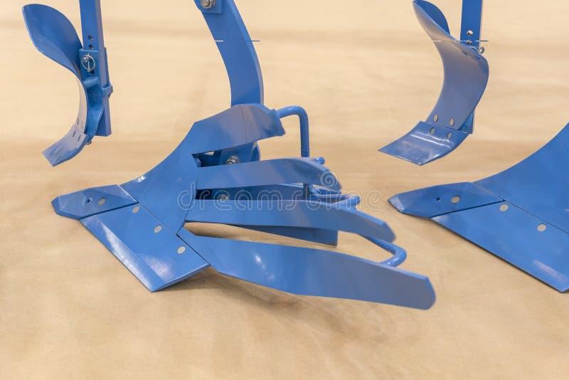 Аграрный плужок Плужок для глубоко вспахивать Subsoiler или плоский lifter Плужок на трейлере для трактора Плужок для вспахивать  стоковое изображение rf