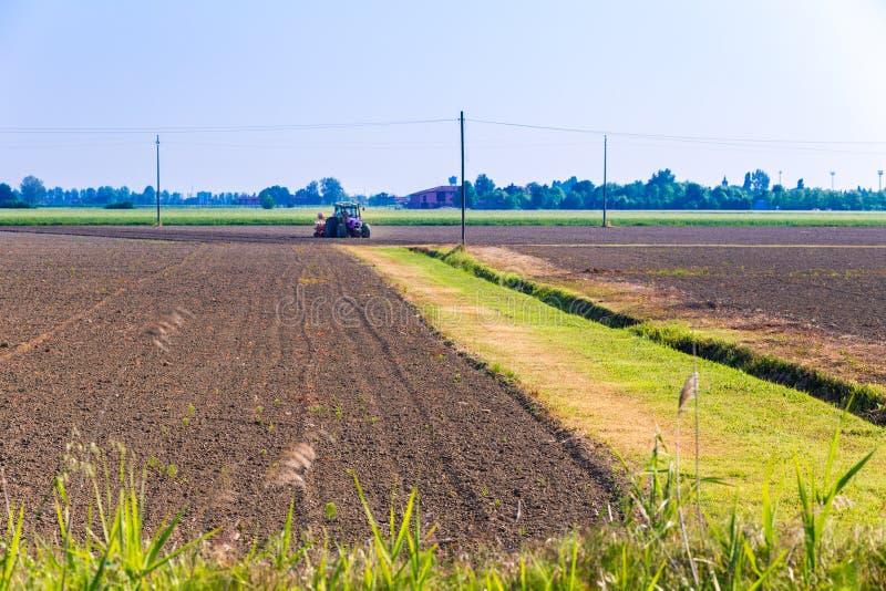 аграрный трактор стоковые изображения