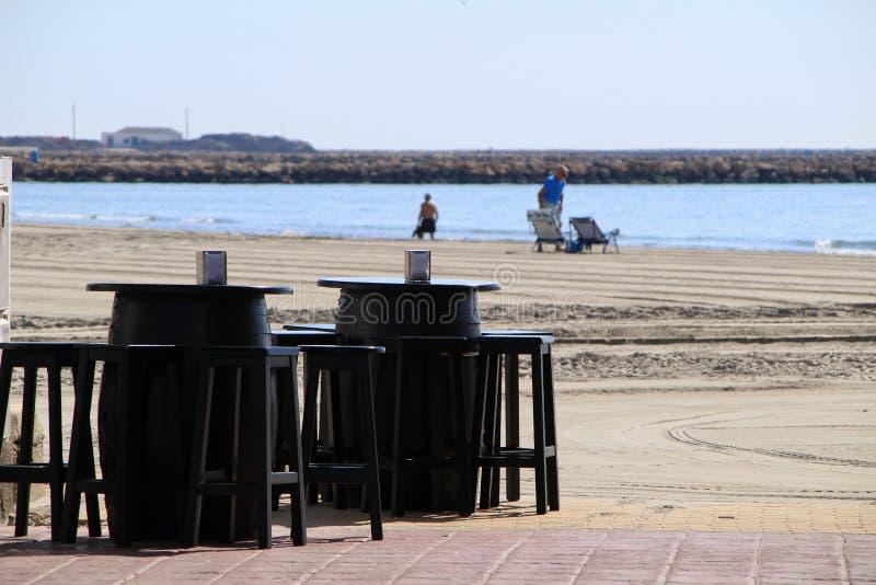 Адвокатура с террасой на пляже Санта Pola стоковое изображение