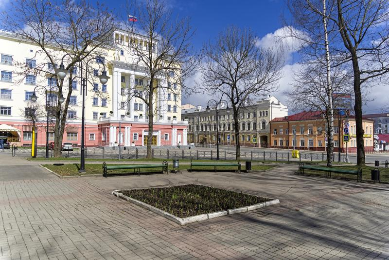 Административное здание в Смоленске, России стоковые изображения rf