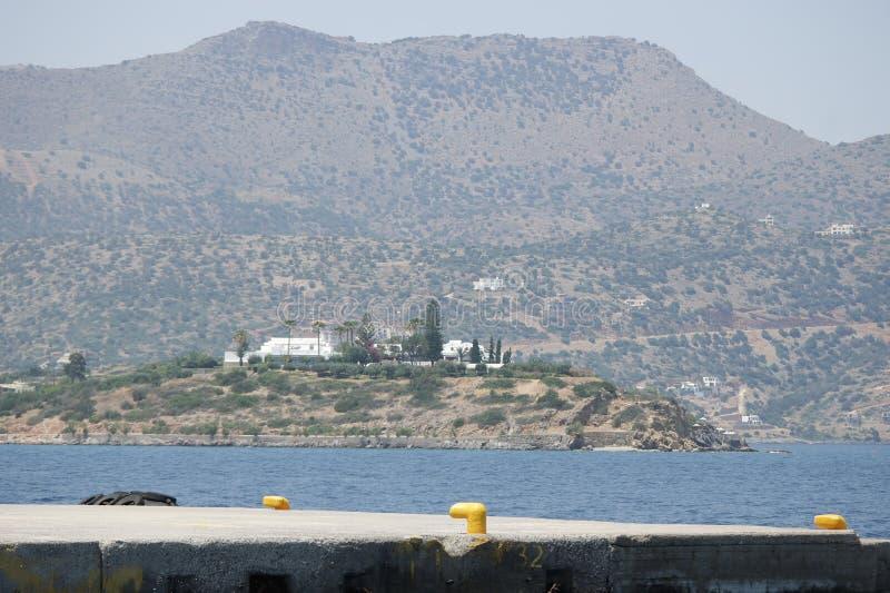 ажио Крит nikolaos Взгляд от моря стоковое фото rf